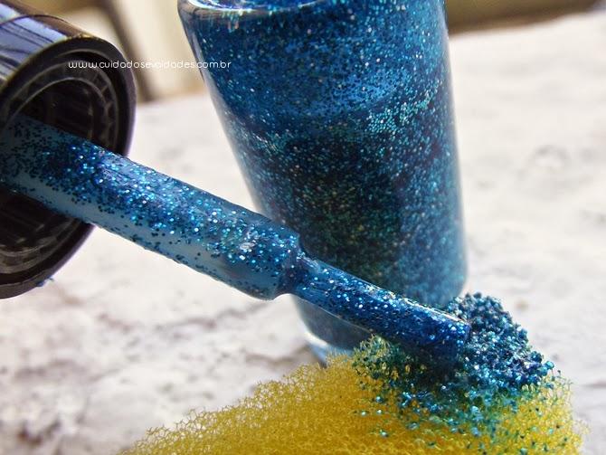 Passo a Passo: Unhas Branco com Glitter Azul