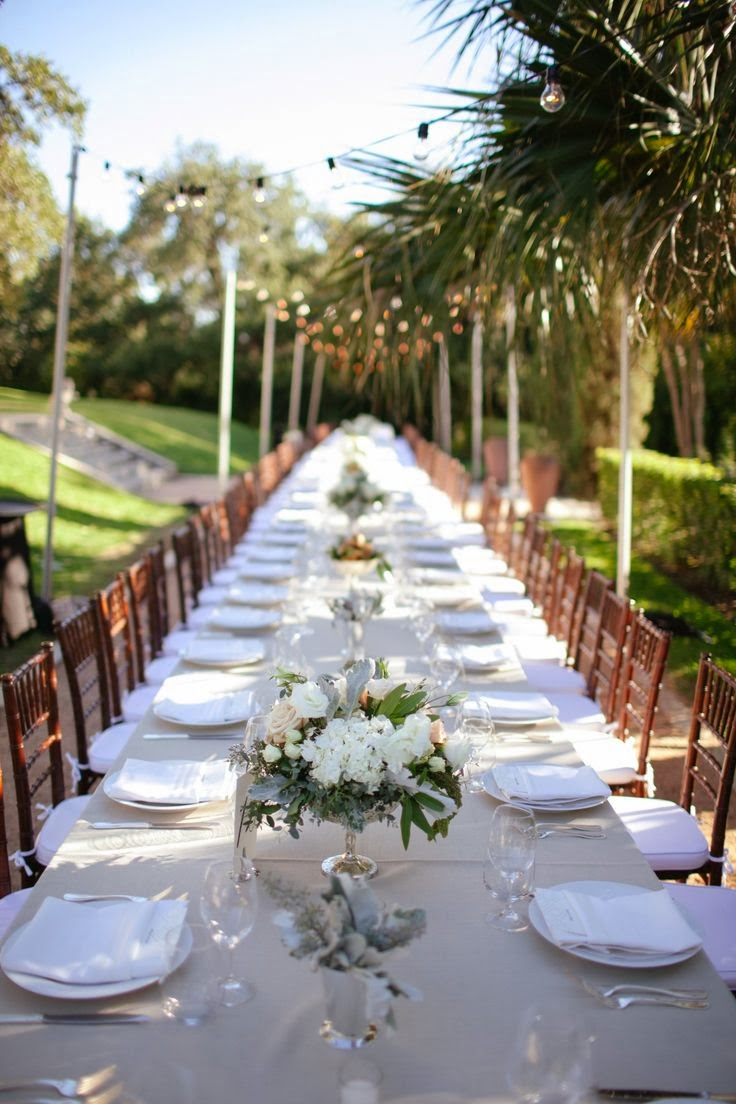 Manners at the dinner table and layout