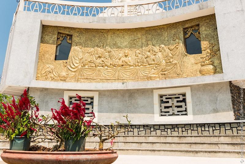 "Гравюра ""Тайная вечеря"" – статуя Христа, Вунгтау, Вьетнам"